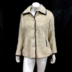 Patagonia Woman's Ivory Sherpa Buttoned Jacket
